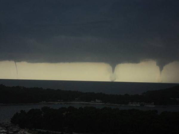 Тройное торнадо в Хорватии