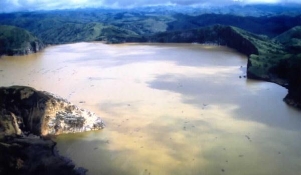 Кипящие и радиоактивные: самые жуткие озера планеты