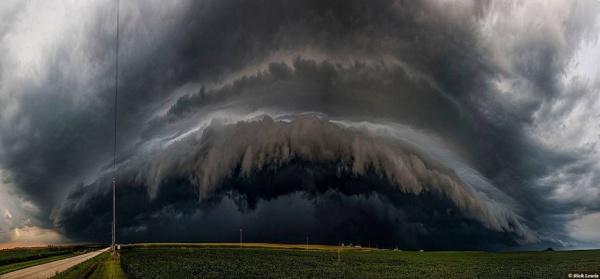 Нереально красивые фотографии грозовых облаков