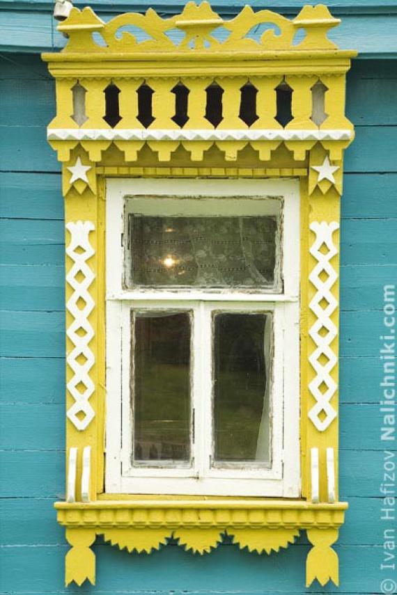 Резной оконный наличник - элемент деревянной архитектуры