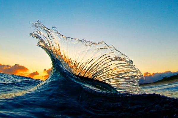 Фотограф Кларк Литл внутри волны