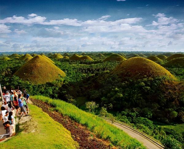 Шоколадные холмы острова Бохол на Филиппинах