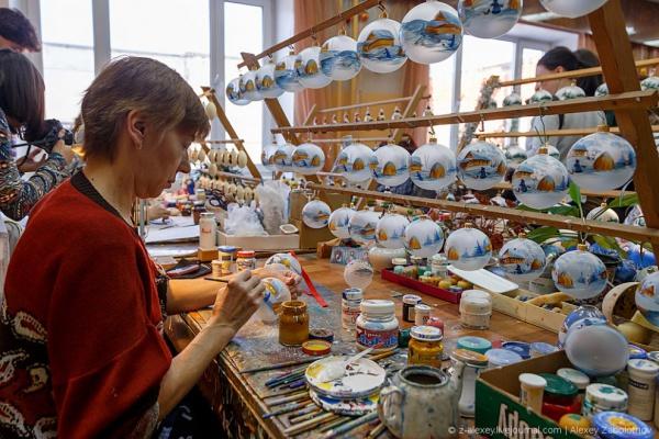 Как это работает: фабрика по производству ёлочных игрушек