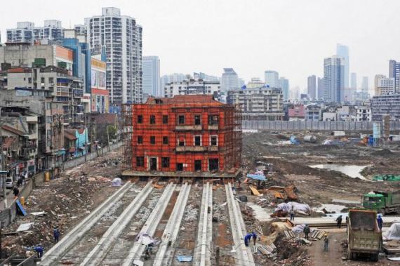 Как в Китае перенесли трехэтажный дом